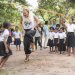 KATE HUDSON SKIPPING ROPE WITH CAMBODIAN CHILDREN